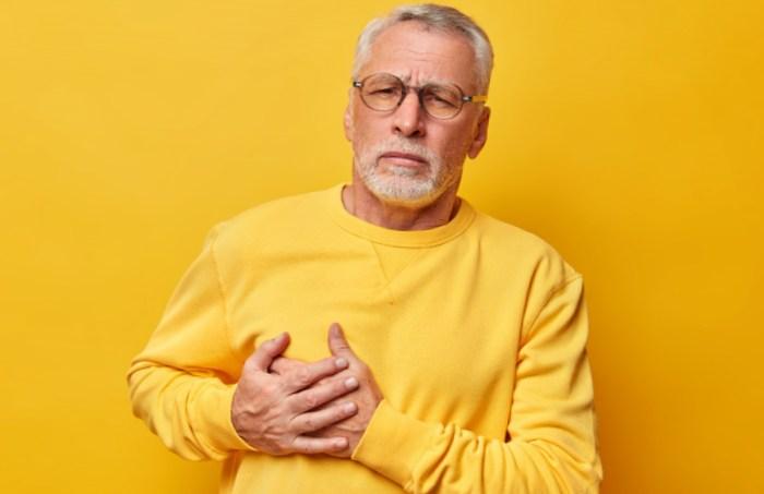 Petite douleur au cœur de temps en temps: causes, diagnostic et solutions.